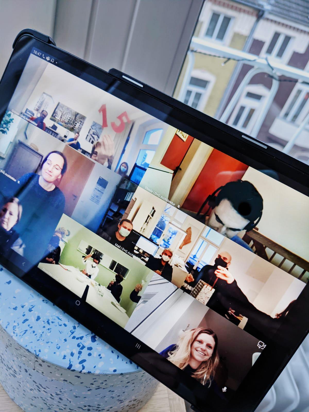 Erste digitale Bürobesprechung + Jubiläum zu 15-jähriger Mitarbeit
